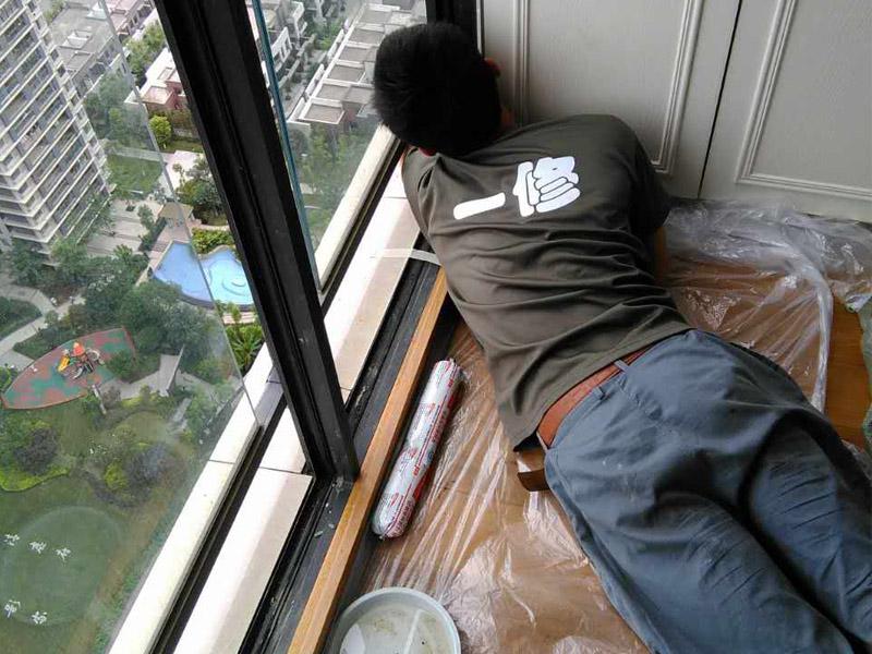 窗户维修打胶案例