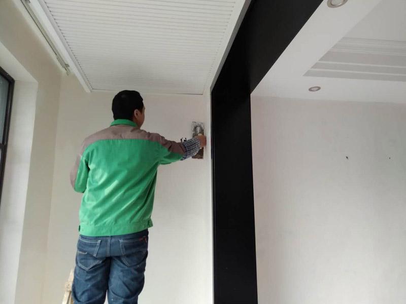 墙面拆墙纸刮腻子