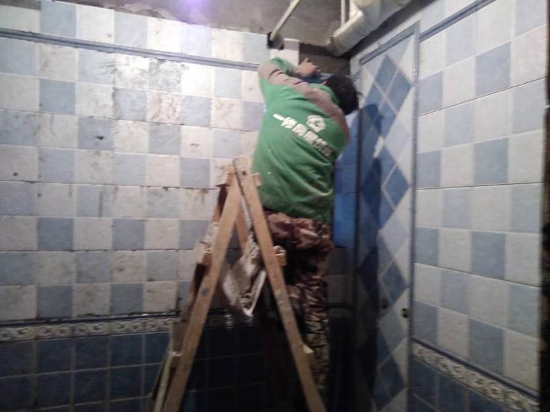 厕所墙面贴瓷砖