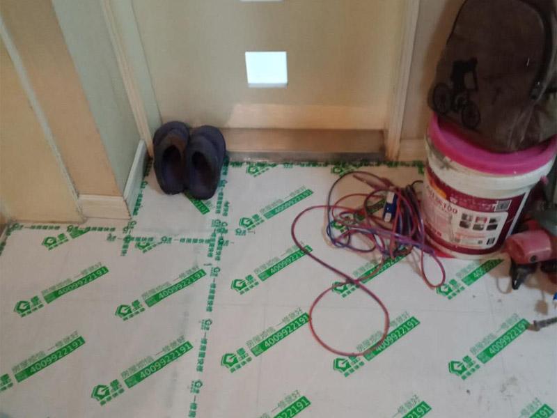 卫生间墙面贴瓷砖