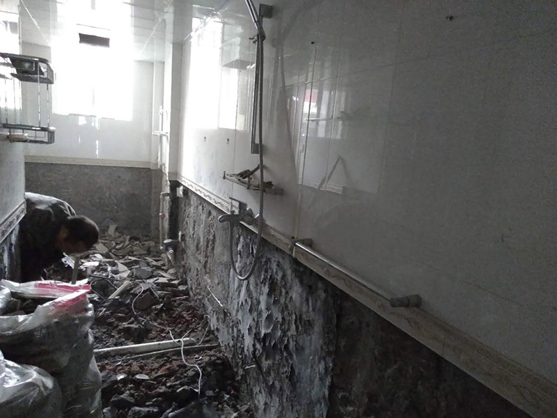 卫生间拆除