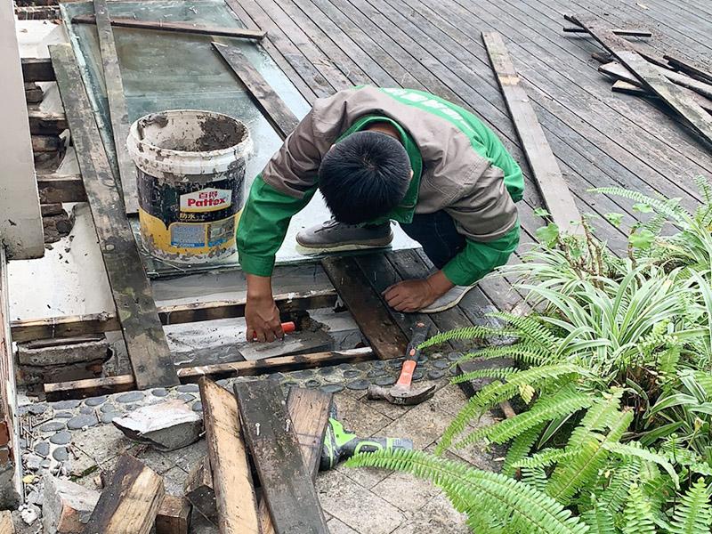 露台天井漏水维修
