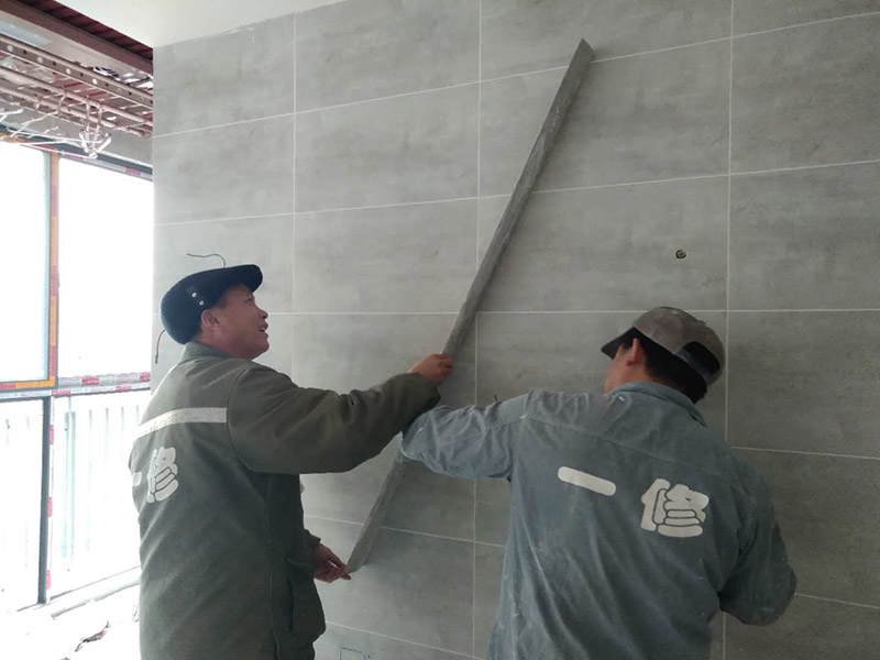 昆山墙面刷新有哪些公司好,昆山墙面刷新刮腻子时要注意什么
